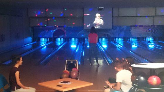 pistes-bowling-ecran-geant-pistes-fluos